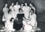 Зинаида Вербова с воспитаницами своей Студии. 1923 год.