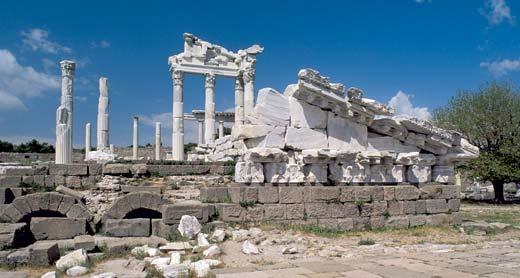 Храм Траяна. Выстроен в Пергаме между 117 и 118 годами