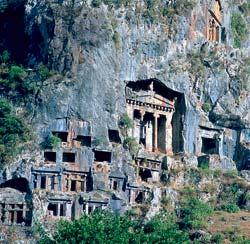 Скальные города, храмы и захоронения — обычное дело в гористой Малой Азии