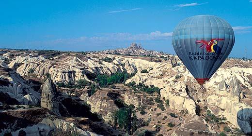 Прогулка на воздушном шаре над всей Каппадокией — удовольствие примерно на три четверти часа и полторы сотни долларов